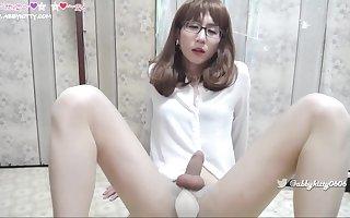 Chinese secretary Masturbating her cock and cum性感秘书艾比抚摸她的大鸡巴真让人受不了