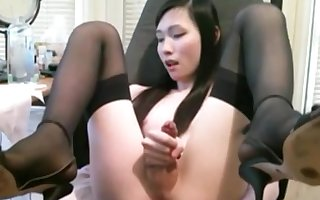 Hot Japanese Ladyboy webcam